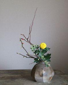 Purple Flower Arrangements, Christmas Flower Arrangements, Ikebana Flower Arrangement, Ikebana Arrangements, Flower Vases, Flower Art, Japanese Flowers, Japanese Vase, Zen Tea