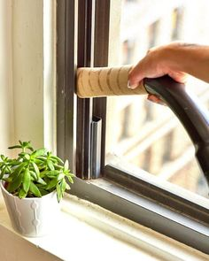 The Chic Technique: This cleaning hack involves something you already have - a paper towel tube. Simply, squeeze the tube at the end of your vacuum attachment and use it to get into small, hard to clean spaces. House Cleaning Tips, Spring Cleaning, Cleaning Hacks, Car Cleaning, Cleaning Items, Paper Towel Tubes, Paper Towel Rolls, Clean Space, Cool Apartments