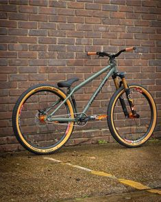 Image may contain: bicycle and outdoor Downhill Bike, Mtb Bike, Bike Trails, Biking, Hardtail Mtb, Montain Bike, Dirt Jumper, Retro Bike, Push Bikes