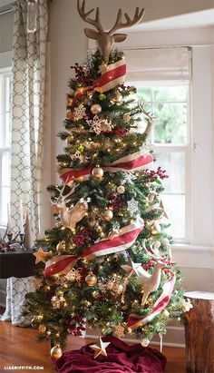 cool 35 Creative Christmas Tree Toppers Ideas You Should Try Michaels Christmas Trees, Best Christmas Tree Decorations, Christmas Tree Decorating Tips, Creative Christmas Trees, Silver Christmas Tree, Beautiful Christmas Trees, Noel Christmas, Country Christmas, Xmas Tree