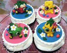 Frozen Fondant/Edible Inspired Theme cupcake by DsCustomToppers