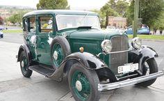 En ocasiones, en Toledo... coches clásicos nos llevan a otras épocas y nos hacen revivir historias.