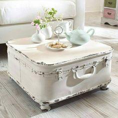 diy idea / vintage suitcase coffee table