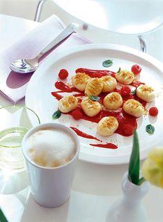Quark-Gnocchi mit Himbeersauce und Vanillebröseln Rezept - [ESSEN UND TRINKEN]