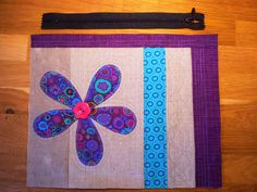 Liv i hus: Ny toalettmappe - med gratis oppskrift! A new pouch - with tutorial, for free! Sewing Tutorials, Sewing Crafts, Sewing Projects, New Cosmetics, Patchwork Bags, Zipper Pouch, Free Food, Applique, Stripes