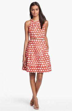 Vestido linha-a vermelho de bolinhas