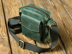 Small crossbody bag/Mens shoulder bag/Womens leather bag/Cell phone colors/PERSONALIZED/Full grain leather - My Bag Ideas Large Leather Tote Bag, Leather Bags Handmade, Small Crossbody Bag, Leather Crossbody Bag, Small Man Bags, Types Of Handbags, Purses, Bag Men, Fabric Tape