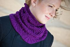 Eleanor Cowl by Audrey Knight. Free Ravelry - Knitty pattern.  http://knitty.com/ISSUEdf10/PATTeleanor.php