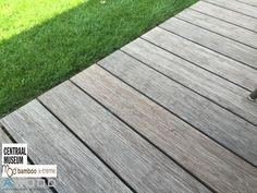 Het Moso Bamboo Xtreme buitenparket wordt door jong en oud volop gebruikt. Lekker geniet vanaf een super strak liggende vloer. De Moso Bamboo kleurt al mooi grijs, dit past prima in dit mooie nieuwe binnenpark in hartje Utrecht.
