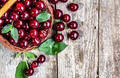 Vişnelerin sadece kırmızı kısmını yiyip saplarını atarak ne kaçırdığınızın farkında mısınız? Vişne saplarının böbrek hastalıklarından selülite kadar birçok sağlığa yararları vardır. Bir daha vişne reçeli veya kompostosu yaptığınızda vişne saplarını değerlendirebilmeniz için vişne sapının faydaları ve kullanımını araştırdık. İşte Vişne sapının faydaları nelerdir? Vişne sapı ne işe yarar? Vişne sapı nasıl kullanılır? sorularının cevapları...