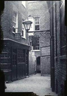 Old Photos of Pubs in London a Century Ago. Looks a little like Diago. Old Photos of Pu Pubs In London, Old London, London City, Old Street London, East London, Victorian London, Vintage London, Victorian Street, Victorian Era