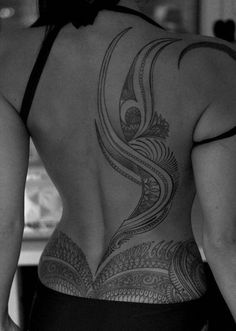Lower Back Tattoos For Females – 6 Tattoo Designs That Look Good on the Lower Back - Tattoo and Piercings - Tatoo Ideen Back Tattoo Women Spine, Back Tattoos Spine, Lower Back Tattoos, Lower Stomach Tattoos, Tribal Back Tattoos, Girl Back Tattoos, Wing Tattoos, Female Back Tattoos, Sleeve Tattoos