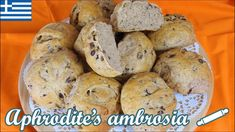 Whole Wheat Olive Buns with Herbs Recipe by Aphrodite Vlavogelaki Herb Recipes, Great Recipes, Lentil Dishes, Delicious Sandwiches, Whole Wheat Flour, Drying Herbs, Baking Sheet, Aphrodite, Bagel