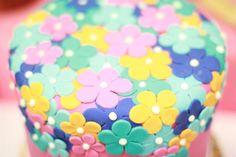 Pretty flower cake #flower #cake