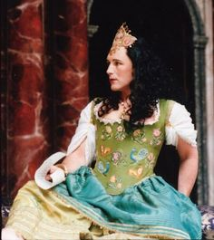 Mark Rylance being Cleopatra in an all-male production of Antony and Cleopatra by Shakespeare at the Globe Theatre in London, 1999 BeingCleopatra.blogspot.com