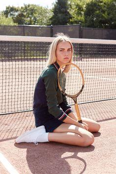"""Unbekannte Tennisspielerin, Zitat: """" Nein, mit denen spiele ich nicht mehr, die sind mir zu schlecht, das bringt mir ja nichts, da komme ich ja nicht weiter """".++++++++++++++++++++ Typische Karrierekonzepte heute."""