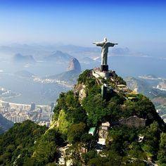 Ícone da Cidade maravilhosa -   A cidade mais linda do mundo. Oitava Maravilha do Mundo moderno. Cristo redentor espera cada visitante de braços abertos.