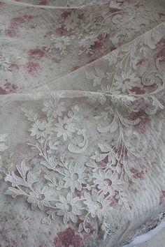 "Ancient and modern-Fuat Coconfouato ""race cover of the French antique floral applique"" [antique lighting & antique furniture] antique cross antique fabric antique textile fabric lace --cloth--"
