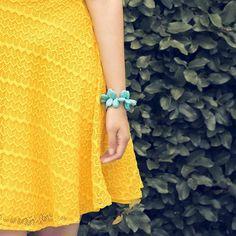 Recuerda :  Los accesorios deben hacer contraste con tu vestuario así lograrás armonía y se desarrolla tu estilo personal.  Pulsera en turquesa en forma de gotas tipo cuff. Te gusta lo que ves?  Fotografía : @allanromeroh  Vestuario : @sandyfashion  Modelo : @JosabetCarchi  Accesorios : @klebersoriano para Kleber's Kollektion  be DIFFERENT choose an #KK #fashion #moda #natural #gemstone #turqoise #bracelets #bijoux #bisuteria #jewel #jewelry #publicidad #ads #designer #design #emprendedor…