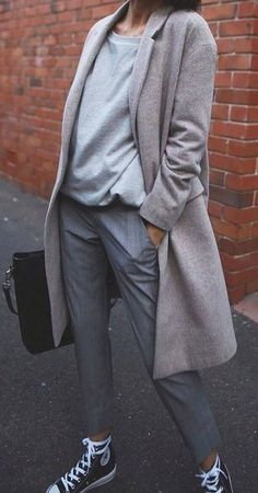 grey on grey + black details / coat + sweatshirt + pants + bag + converse Mode Outfits, Winter Outfits, Casual Outfits, Fashion Outfits, Fashion Vest, Fashion Mode, Look Fashion, Winter Fashion, Mantel Outfit