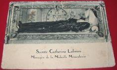 Franse ansichtkaart met afbeelding van het lichaam van Sainte Catharine Labouré