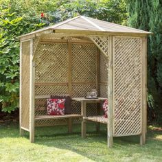 The Valencia Corner Arbour creates an intimate and private retreat in which to sit and relax. The diamond trellis side panels make an ideal frame on which to grow climbing plants and the matching diamond trellis roof panels provide cooling shade from the summer sun.