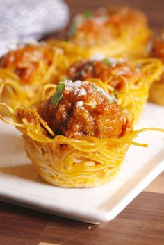 Creative wedding cocktail hour food - spaghetti & meatball bites {Courtesy of Delish}