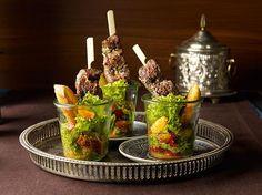 Vanilliger Salat mit würzigen Lammfiletspießen