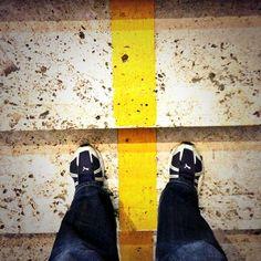 Houston abbiamo un problema! #dietrolalineagialla - Photo by @dotmenico