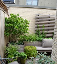 Design tips and ideas for small gardens - what you need to consider - Gartengestaltung - bepflanzung Courtyard Landscaping, Small Backyard Landscaping, Landscaping Ideas, Backyard Ideas, Balcony Ideas, Backyard Patio, Landscaping Software, Modern Landscaping, Landscaping Contractors
