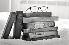 10 Dinge, die jeder Büchwurm kennt  Ich zeige euch heute 10 Dinge, die garantiert jeder Bücherwurm kennt! Schaut doch mal vorbei und schreibt mir in die Kommentare, ob ihr euch auch wiederfindet. ♥
