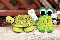 Make DIY turtle and frog decor for your garden or patio using repurposed flower pots!