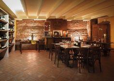 Best restaurants in Milan: a restaurant guide by Michelin star chefs Neopolitan Pizza, Veal Cutlet, Vogue Living, Restaurant Guide, Michelin Star, Milan Design, Wine List, Food Preparation, Traditional