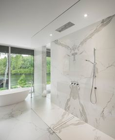 See 59 sleek contemporary and modern master bathroom design ideas. Modern Master Bathroom, Modern Bathroom Design, Bathroom Interior Design, Decor Interior Design, Small Bathroom, White Bathroom, Master Bathrooms, Minimalist Bathroom, Luxury Interior