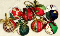 Bolas de patchwork  para decorar árvore de natal.medida da bola 22cm de circunferencia. R$6,00