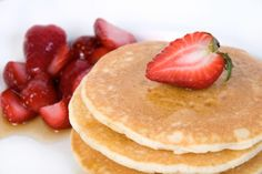 The best protein pancake recipe made with Beverly International's Ultimate Muscle Protein UMP. This high protein breakfast recipe is made with the world's best tasting protein pancakes made with the world's best protein powder for women. Easy Protein Pancakes, Protein Powder Pancakes, Best Protein Powder, Protein Powder Recipes, Gluten Free Pancakes, Protein Recipes, Keto Pancakes, Waffles, Low Carb Breakfast Easy