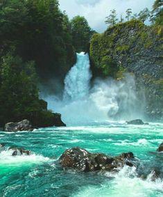 Cuando estás frente al salto Huilo Huilo su energía es tan impresionante que hipnotiza. . . Te quedas ahí -simplemente- de pie mirando boquiabierto el espectáculo, esperando que en algún momento baje su intensidad quizás o se corte. Pero no pasa, sigue, con la misma fuerza, movido por una potencia invisible tan absoluta como la que bombea dentro de ti. . La naturaleza es maravillosa ✨ Amazing Destinations, Travel Destinations, All Over The World, Beautiful World, South America, Brazil, Waterfalls, Nature, Landscapes
