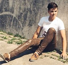 Proud of his new brown leather pants ! Mens Leather Pants, Tight Leather Pants, Mens High Boots, Leather Fashion, Men's Fashion, Fasion, Teen Boys, Man Photo, Brown Leather