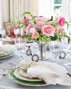 Mothers Day Meals, Southern Ladies, A Table, Pretty In Pink, Tablescapes, How To Memorize Things, Table Settings, Brunch, Bloom