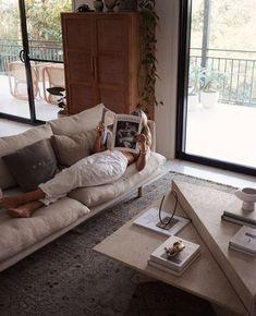 Home Decor 2019 Modern minimal living room Minimal Living, Minimal Home, Living Room Furniture, Living Room Decor, Living Spaces, Magazine Deco, Pink Home Decor, Paint Colors For Living Room, Home Fashion