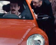 """Read more: https://www.luerzersarchive.com/en/magazine/commercial-detail/volkswagen-52928.html Volkswagen Volkswagen: """"Brasil 70"""" [01:00]# Ad for the relaunch of the New Beetle in Brazil. Set in the 70s, it features people examining the car that came from the future, including cameos from renowned Brazilian comedy group Os Trapalhões. Tags: AlmapBBDO, Sao Paulo,Bruno Prosperi,Renato Simões,Dulcidio Caldeira,André Gola,Marco Giannelli Pernil,Volkswagen,Paranoid, Sao Paulo"""
