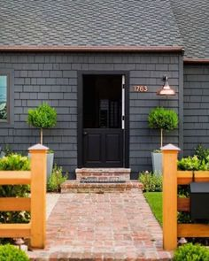 Owning a home comes with many added responsibilities, like painting the exterior of your house. When looking for exterior house … Black House Exterior, House Paint Exterior, Exterior Paint Colors, Exterior House Colors, Exterior Design, Interior And Exterior, Wall Exterior, Modern Exterior, Interior Walls