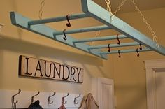 Awesome clothes dryer from an upcycled wooden ladder! Awesome clothes dryer from an upcycled wooden ladder! Awesome clothes dryer from an upcycled wooden ladder! Old Ladder, Wooden Ladder, Hanging Ladder, Hanging Pots, Ladder Hanger, Hanging Storage, Vintage Ladder, Overhead Storage, Diy Hanging