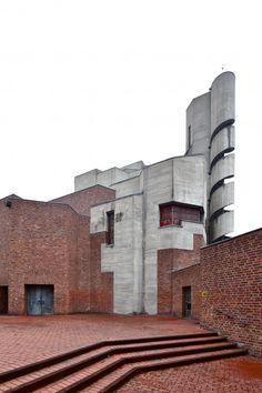 Gottfried Böhm - Iglesia parroquial de la resurrección de Cristo y centro juvenil