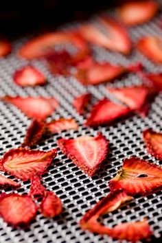 How to Make Dehydrated Fruit Powder and Why You Should Bother - mix with same colored veggie powders to sneak in extra servings of veggies :) Fruit And Veg, Fruits And Veggies, Fresh Fruit, Fruit Water, Water Water, Fruit Recipes, Real Food Recipes, Cooking Recipes, Water Recipes