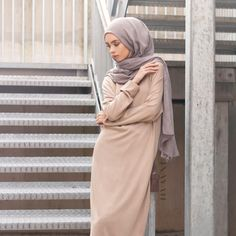 Touches of softness with our cashmere and wool jumper blends providing a stylish ensemble to help transition into seasons. Also available in multiple colours online and in-store - Camel High Neck #Jumper + Mid Grey Modal #Hijab - www.inayah.co