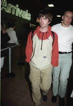I don't believe in the world outside my room Oasis Fashion, Pop Fashion, Liam Gallagher Noel Gallagher, Oasis Band, Liam And Noel, Look Back In Anger, Britpop, Music Lovers, Cool Bands