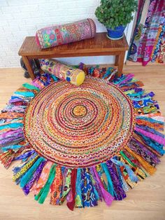 I love this beautiful bright Bohemian Round braided rug with long Fringe. Deco Boheme, Braided Rugs, Rug Making, Bohemian Decor, Diy Home Decor, Upcycle, Diy And Crafts, Mandala, Weaving