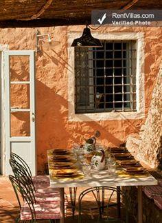 Lunch is served at Casa Felicita', near #Lucca: http://www.rentvillas.com/PropertyDetail.aspx?Catalog=14373