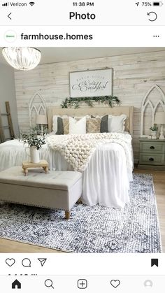 26 Rustic Bedroom Design and Decor Ideas for a Cozy and Comfy Space - The Trending House Farmhouse Master Bedroom, Master Bedroom Design, Home Decor Bedroom, Interior Design Living Room, Bedroom Designs, Modern Bedroom, Rustic Girls Bedroom, Romantic Bedroom Decor, Bedroom Rugs
